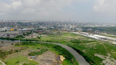 Panorámica de Barranquilla desde la Avenida del Río, donde se puede apreciar la situación atmosférica.