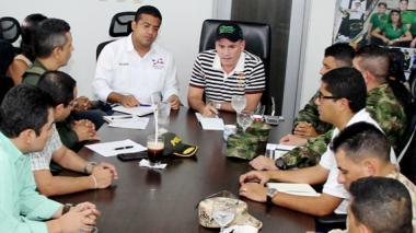 El alcalde Augusto Ramírez y el gobernador Francisco Ovalle con el resto de autoridades en el consejo de seguridad.