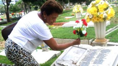 La tumba del intérprete vallenato en Jardines del Recuerdo es una de las más visitadas por familiares y seguidores.