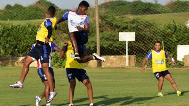 González en una práctica con Junior.