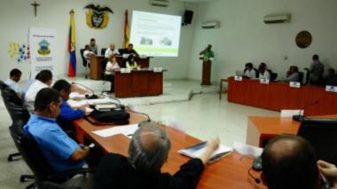 Algunos funcionarios del Distrito expusieron sus proyectos ante los cabildantes en el recinto del Concejo.