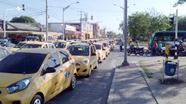 Trancones en varios sectores de Barranquilla por protesta de taxistas contra Uber