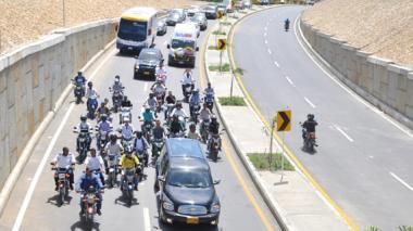 Transportadores, durante la caravana fúnebre.
