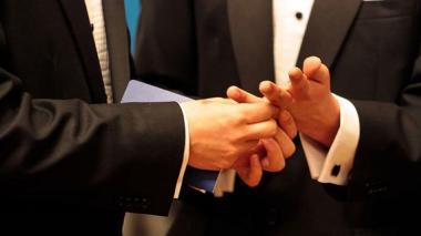 Ordenan a notarios cumplir sentencia de matrimonios gais