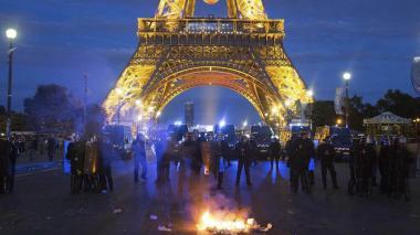 La Torre Eiffel permanece cerrada hoy luego de los disturbios protagonizados anoche por aficionados durante la final de la Euro.