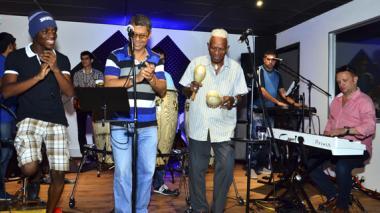 Chelito De Castro se presenta por primera vez con su Joe All Stars