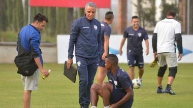 Alexis Mendoza en uno de los entrenamientos previos a su debut como DT de Independiente del Valle.