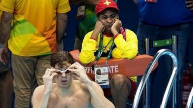 Salvavidas durante una prueba de natación en los Juegos Olímpicos de Río.