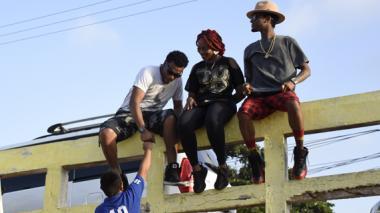 Chocquibtown durante las grabaciones ayer en el puente de la carrera 50B con 48, en Barranquilla.