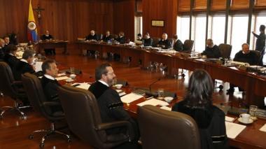 62 recusaciones contra senadores presentó la defensa del magistrado cordobés de la Corte Constitucional.