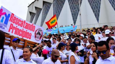 """Multitudinaria marcha en """"defensa de la familia"""""""