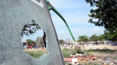Denuncian azote de pandilla en cancha y parque de Las Moras