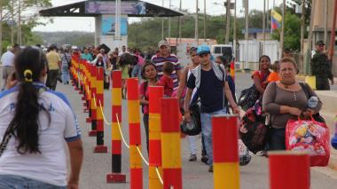 Venezuela afirma que apertura de frontera con Colombia avanza con normalidad
