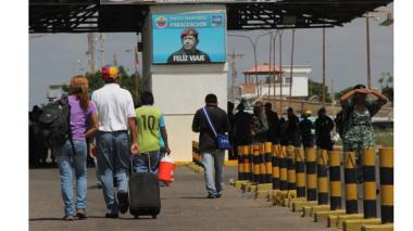 """Cruces de fronteras entre Colombia y Venezuela avanzan con """"menor congestión"""" este domingo"""