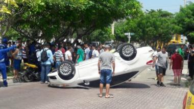 Fuerte accidente de tránsito en Villa Carolina