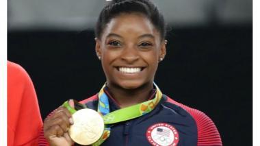 Simone Biles logra su tercer oro en salto