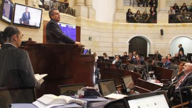 Luis Fernando Velasco interviene le pidió a la plenaria negar las recusaciones.