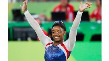 Simone Biles portará la bandera estadounidense en la clausura