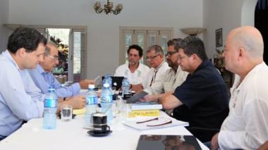 """Delegaciones de paz afirman que """"aún quedan temas pendientes"""" para la firma del acuerdo final"""