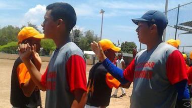 Sábado de béisbol en el barrio La Magdalena