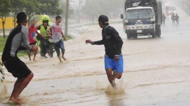 """Policía busca """"pactos"""" para frenar las 'guerras de la lluvia'"""