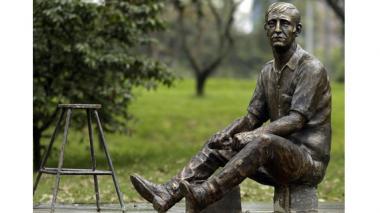 Estatua en homenaje a Jaime Garzón.