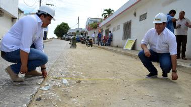 Quessep y el secretario de Obras Jorge Herrera.