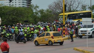 Bloqueos y ataques por prohibición de parrillero en Cartagena