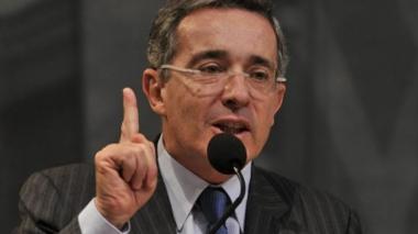 Uribe pide a congresista ofrecer excusas a Fuerzas Armadas