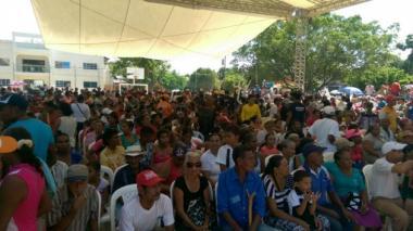 Algarrobo, embestido por Matthew, aguarda por la llegada del presidente Santos