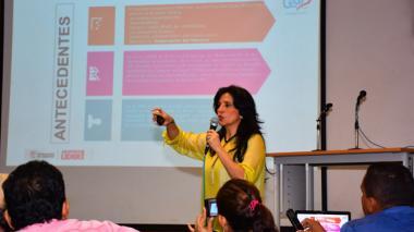 La gerente de la ESE Cari, Rocío Gamarra, durante la exposición del plan.