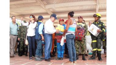 Santos entregó ayudas a afectados por 'Matthew'