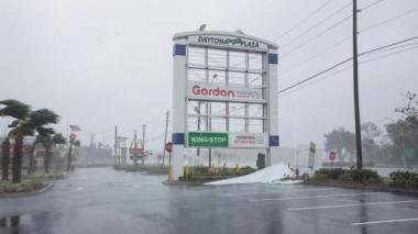 Matthew, de categoría 1, arroja fuertes lluvias y vientos en Carolina del Sur