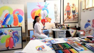 La artista barranquillera Rosario Heins, en su taller en Francia.