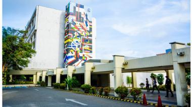 Zona de ingreso al Hospital Universitario Cari ESE, centro de alta complejidad que funciona en Barranquilla.