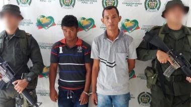 Capturan a dos hombres que usaban moto como caleta de droga