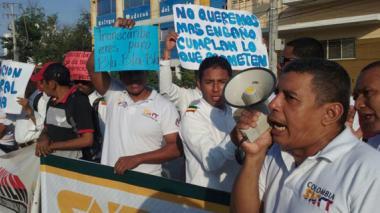 """Conductores de Transcaribe protestan por """"mejores condiciones laborales"""""""