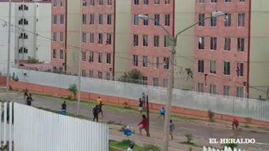 Imagen de la pelea de pandillas en la urbanización Las Gardenias registrada la semana pasada.