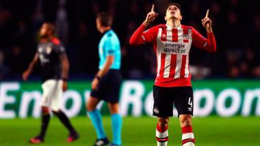 Santiago Arias, del PSV, celebra su tanto ante el Bayern.
