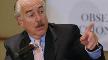 """Expresidente Pastrana sugiere """"pausa"""" en diálogos de paz con las Farc"""
