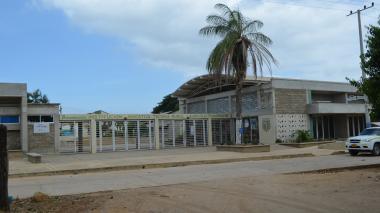 Fachada de la Institución educativa, técnica, rural y agrícola Tomarrazón, corregimiento de Riohacha.