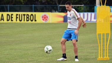 Santiago Arias durante el entrenamiento de este martes en el estadio Metropolitano.