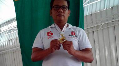 Judoca Francisco Ruiz se cuelga una presea de oro
