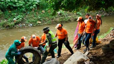 Samarios extrajeron 18 toneladas de basuras del Río Manzanares