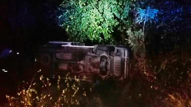 El bus tipo van, se volcó en cercanías a Malambo.