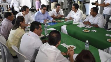 La reunión presidida por el ministro Arce, el superintendente Mendoza, el alcalde  de Barranquilla, Alejandro Char, y Amylkar Acosta, presidente de la FND.