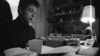 Nombre de Dylan 'sopló como el viento' en ceremonia de entrega