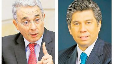El senador Álvaro Uribe Vélez y el columnista Daniel Coronell.