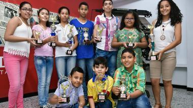 Jóvenes atlanticenses que ganaron medallas.