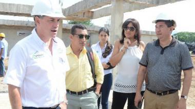 José Luis Nieves (d), alcalde de El Copey, cuenta con el apoyo del gobernador del Cesar, Franco Ovalle (i).